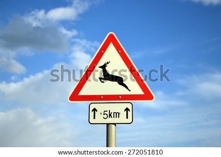 Warning sign for deer in the next 5 kilometers