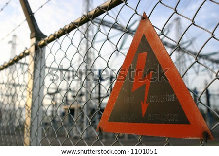 Warning sign on al fence.
