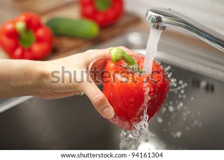 washing vegetable