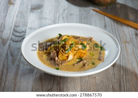 wat tan hor, popular cantonese fried noodle with beef - stock photo