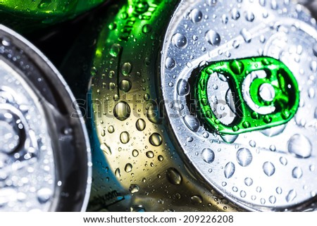 water drops on the beer cans