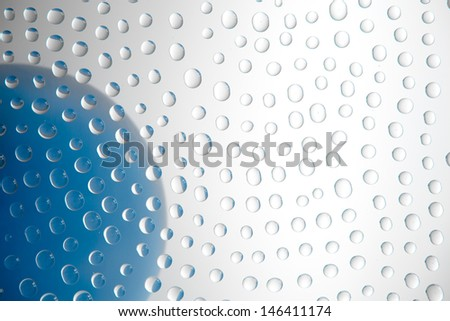waterdrops picturing a balloon