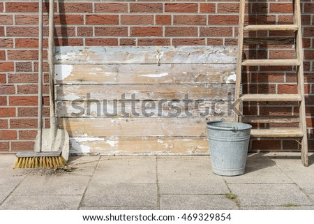 weathered wood surface with ladder, bucket, broom and shovel / conductor, bucket, broom and shovel / equipment