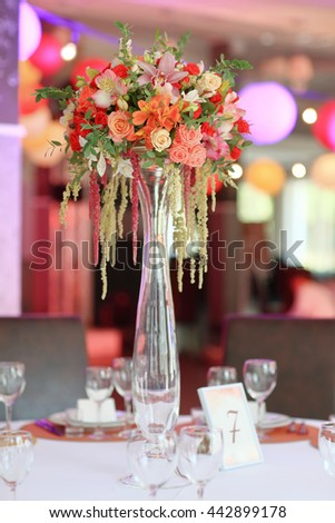 wedding banquet flower decoration in bright red color