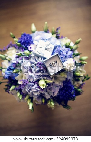 Wedding bouquet with rings