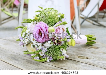 Wedding bouquet with roses, chrysanthemum and Anthriscus sylvestris.