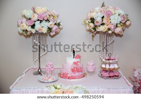 Wedding cake. Candy bar marshmallow on the table in a vase, macaroon, cake and cupcake, decor vanilla, handmade sweet