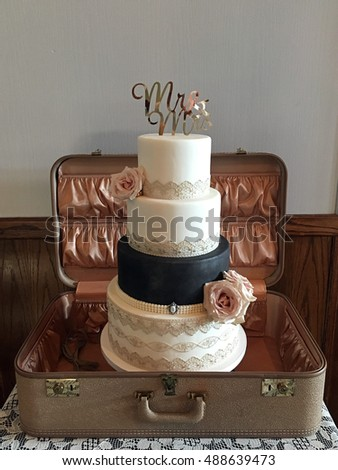 Wedding Cake Old Fashioned Suitcase Old Stock Photo 488639473 - Old Fashioned Wedding Cake