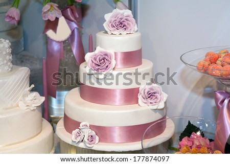 Wedding cake with roses at luxury reception