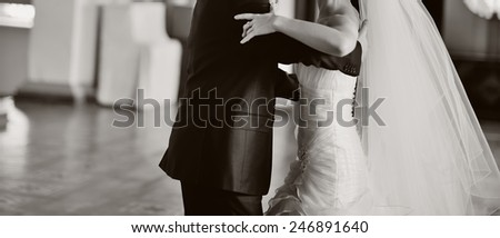 wedding couple dancing