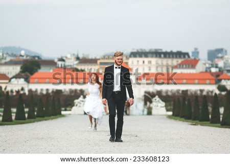 Wedding couple on a walk in the estate of the Belvedere in Vienna