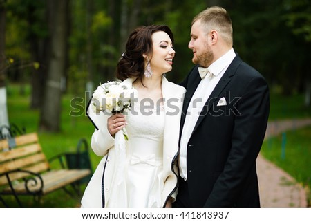 Wedding day: beautiful bride and groom in the park