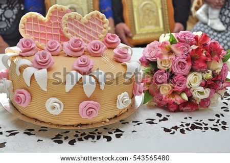 wedding flowers on the cake