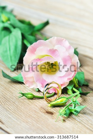 Wedding rings and flower of  Eustoma/Wedding rings/Wedding rings - stock photo