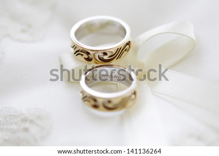 Wedding rings gold with engraving