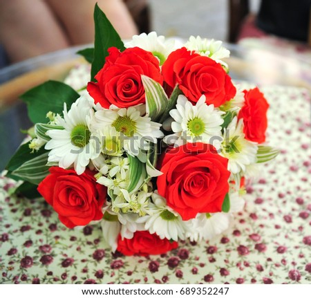 Wedding rings on the background of the wedding bouquet