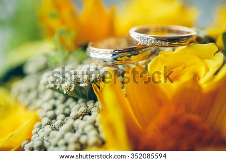 wedding rings on the yellow bride bouquet.Declaration of love, spring. Wedding card, Valentine's Day greeting. Wedding rings. Wedding bouquet, background - stock photo