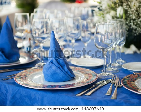 Wedding Serving a beautiful table with blue napkins - stock photo