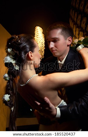 Wedding shot of bride and groom kissing n