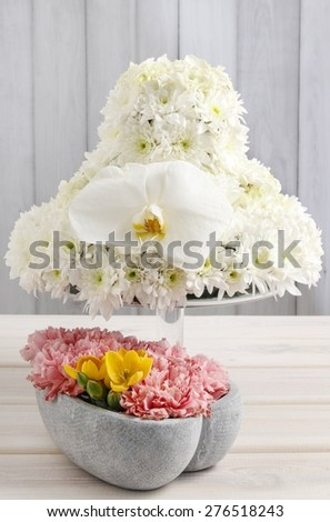 Wedding table decorations made of carnations, hydrangeas and chrysanthemums