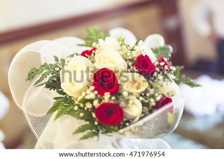 weeding mariage bouquette with red and white roses