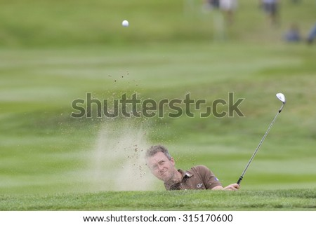 WENTWORTH, ENGLAND. 23 MAY 2009.Mark FOSTER ENG  playing from a bunker on the 18th in the 3rd round of the European Tour BMW PGA Championship. - stock photo