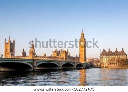 Westminster Bridge, Elizabeth Tower, Big Ben and Portcullis House from the South Bank looking across the River Thames at Dawn, London, England, UK