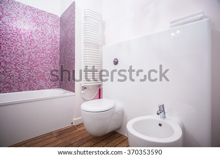 White and porcelain accessories in the bathroom