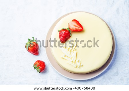 white chocolate cream cheese cake with strawberries. toning. selective focus