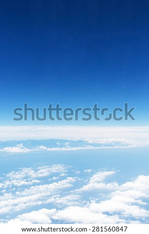 white clouds and blue sky, take a picture on the airplane.