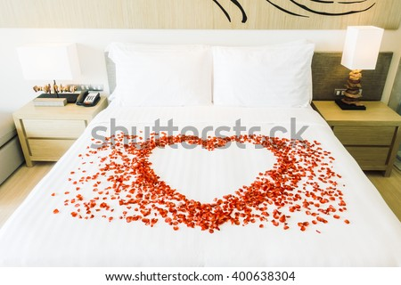 Rose petals on bed stock images royalty free images for Bed decoration with rose petals
