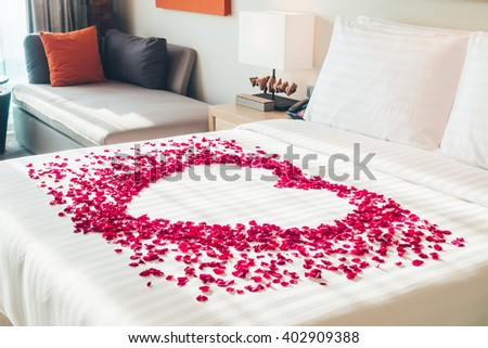 Bed of roses stock images royalty free images vectors for Decoration ka photo