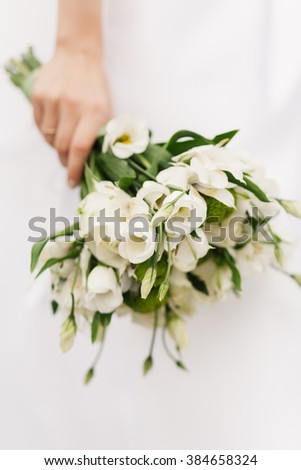 White roses bride bouquet