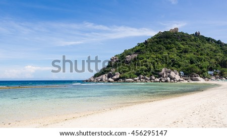 White sand beach and clear sea with blue sky at koh nangyuan, thailand