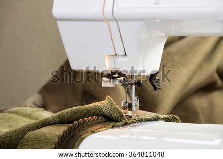 White sewing machine and accessorized by pins and fabric