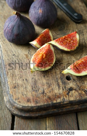 whole fresh figs and pieces on the board, food close up