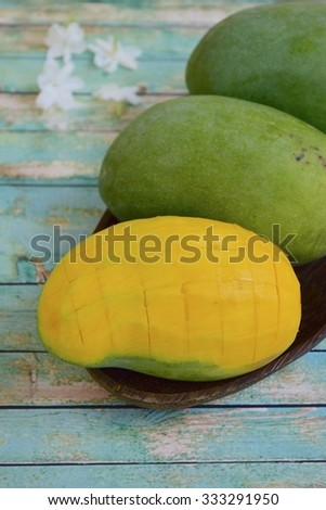 Whole mango and peeled mango