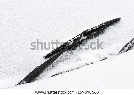 Windshield wiper with snow
