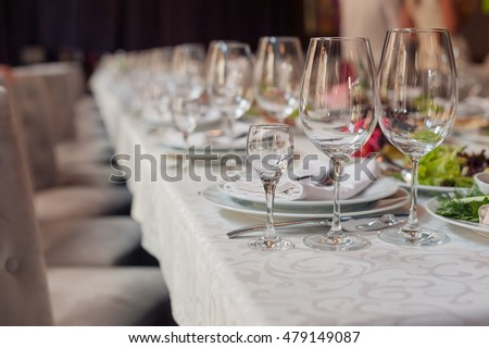 wine glasses and restaurant table