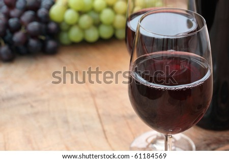 Wine, Grapes & Table