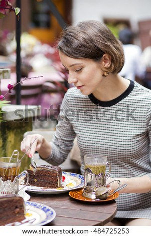 Woman at cafe wrap the cake