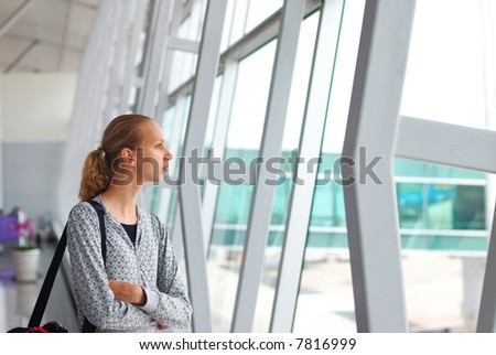 Woman at the airport, shallow DOF