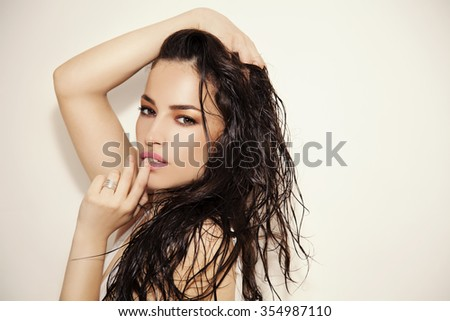 woman beauty portrait with natural summer makeup and wet hair, studio