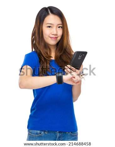 Woman connect wearable device to mobile phone