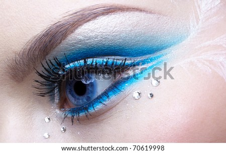 woman eye zone make-up in blue and white tone