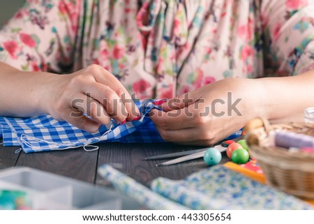 woman hand for sewing on table