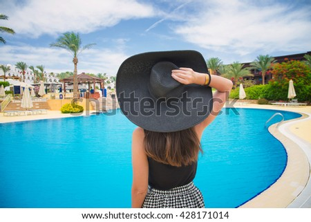 woman in a large black hat on vacation