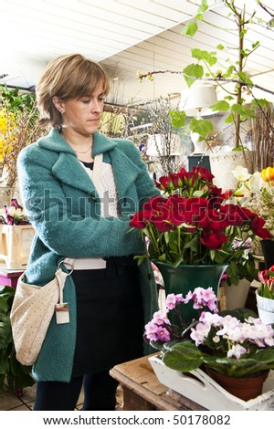Woman picking out rouses at a florist shop