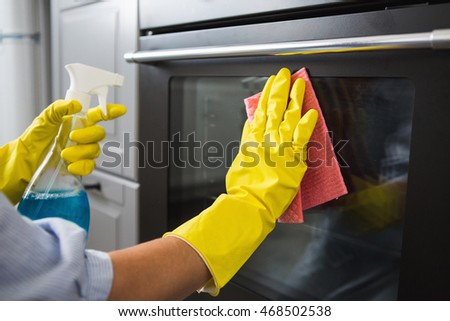 woman washes the oven