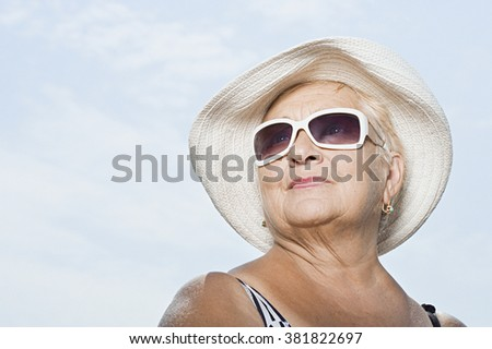 Woman wearing a sunhat and sunglasses